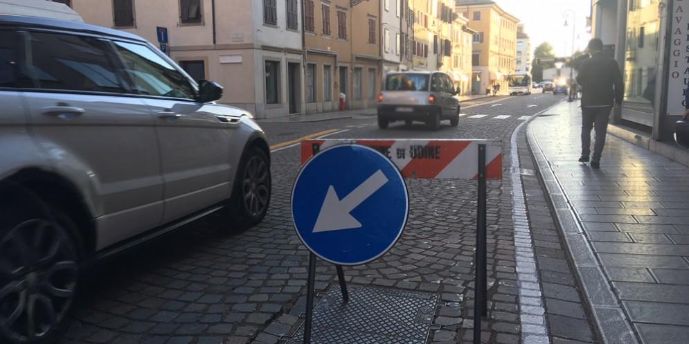 Via Poscolle: spunta una transenna, ma Michelini rassicura