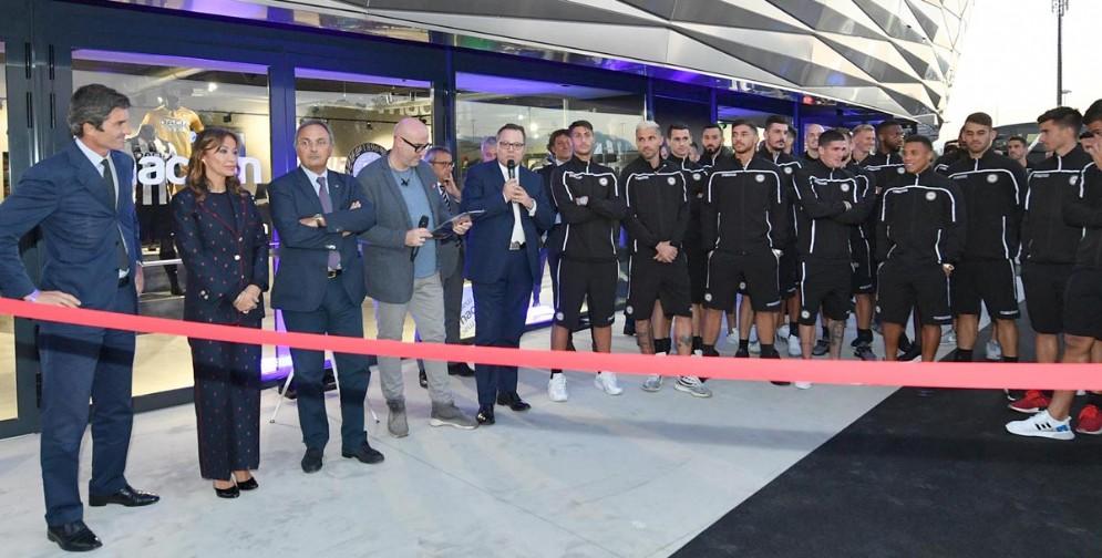 Inauguratoilnuovo StoreMacronall'interno dellaDacia Arena