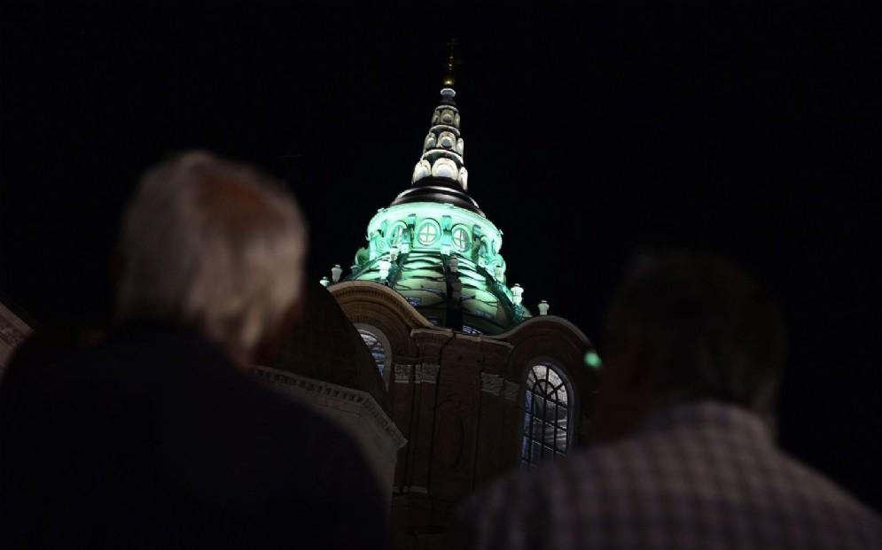 Prove luce nella Cappella della Sindone