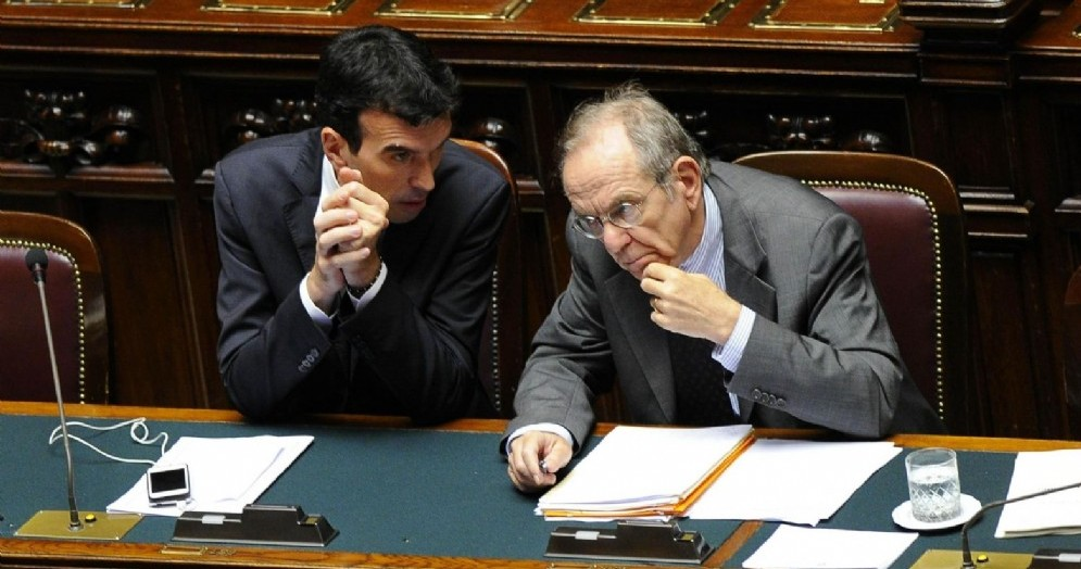 Il segretario del Pd Maurizio Martina con l'ex ministro dell'Economia Piercarlo Padoan