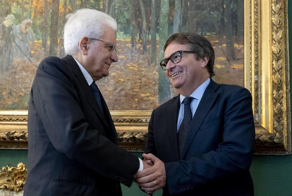 Il presidente della Repubblica Sergio Mattarella si congratula con il nuovo vicepresidente del Consiglio Superiore della Magistratura David Ermini