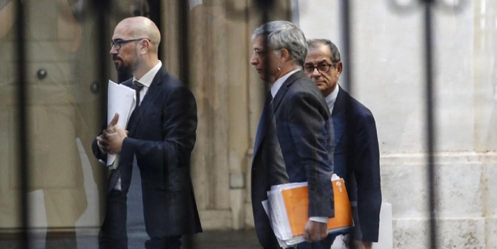 Il ministro dell'Economia e delle Finanze, Giovanni Tria, raggiunge palazzo Chigi per il Consiglio dei ministri