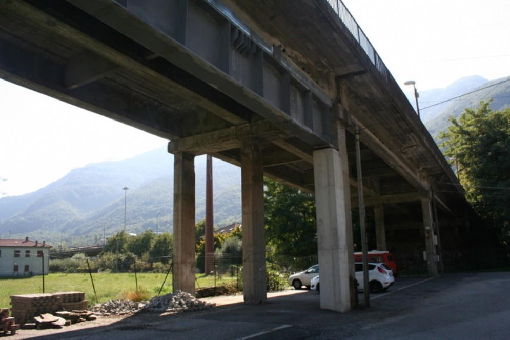 Il ponte sulla Torino-Aosta è a rischio crollo: stop ai mezzi pesanti e velocità limitata