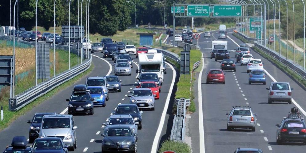 Traffico bloccato a causa di un incidente sia in A23 che in A4
