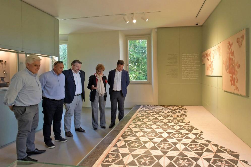 L'assessore regionale alla Cultura Tiziana Gibelli con i consiglieri regionali Franco Mattiussi, Lorenzo Tosolini, Diego Bernardis e Franco Iacop al Museo archeologico nazionale di Aquileia