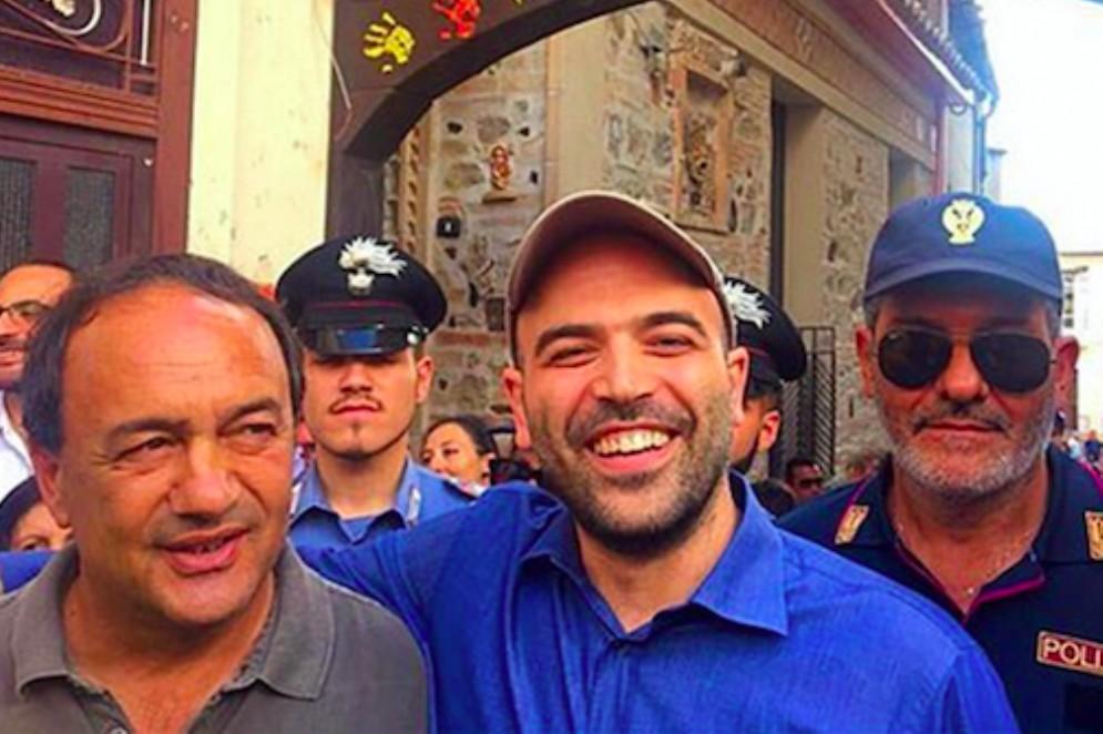 Roberto Saviano con il sindaco di Riace Mimmo Lucano