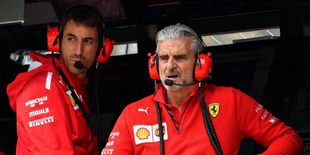 Maurizio Arrivabene al muretto box della Ferrari