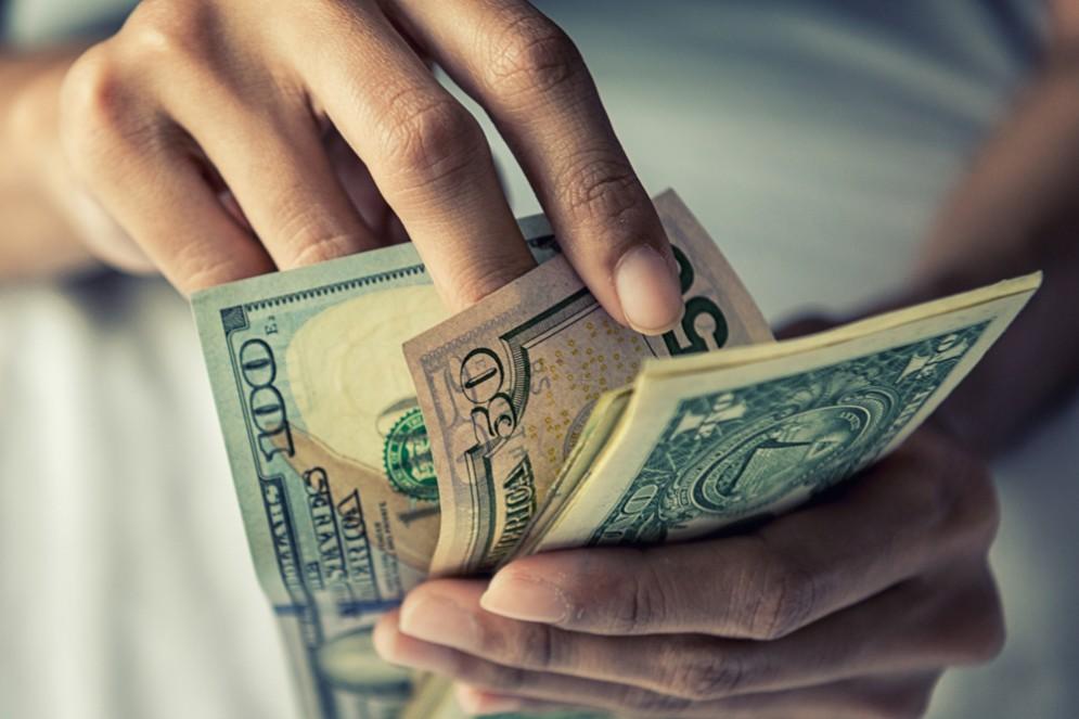 Il denaro contante è contaminato da pericolosi batteri