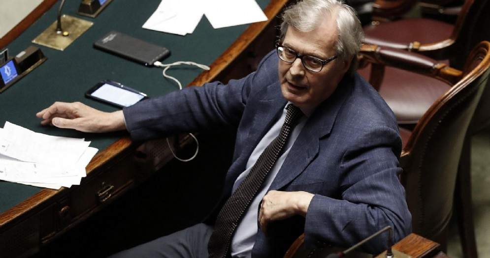 Vittorio Sgarbi durante la dichiarazione di voto sulla fiducia al Governo Conte alla Camera dei Deputati