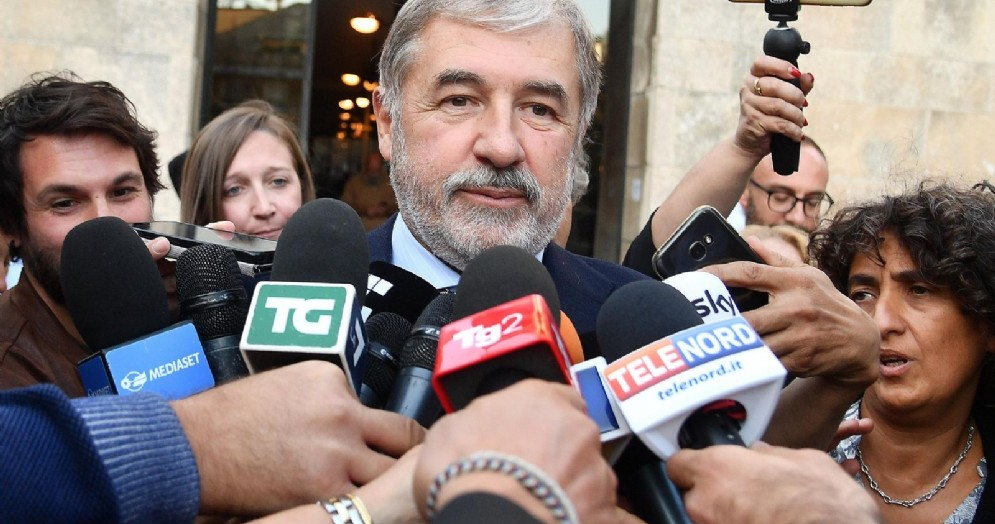 Un momento della breve conferenza stampa del sindaco di Genova Marco Bucci dopo la nomina a commissario straordinario per la ricostruzione del ponte Morandi