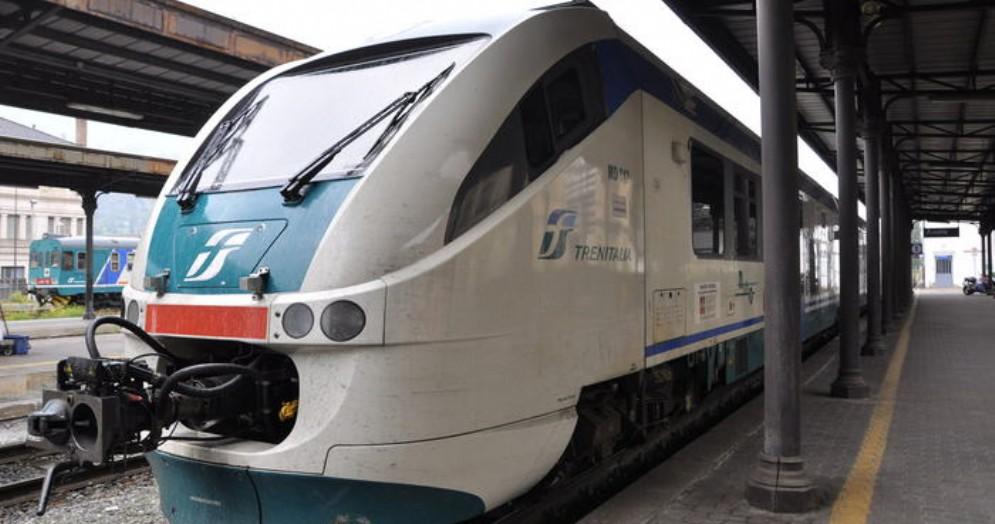 Treno in stazione - Immagine di repertorio