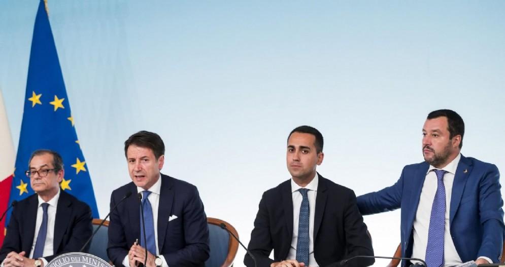 I ministri Giovanni Tria, Luigi Di Maio e Matteo Salvini con il premier Giuseppe Conte