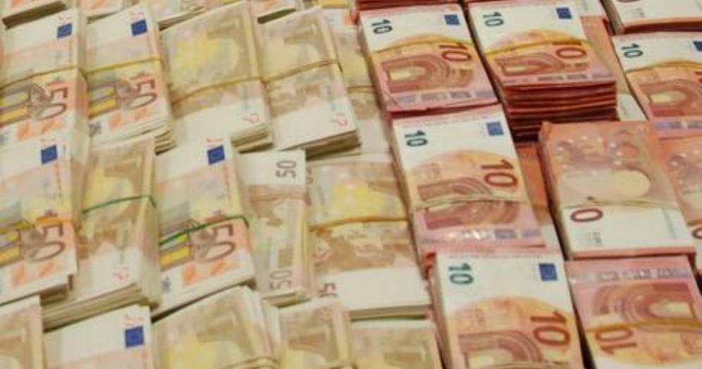 Nascosti 420mila euro in auto