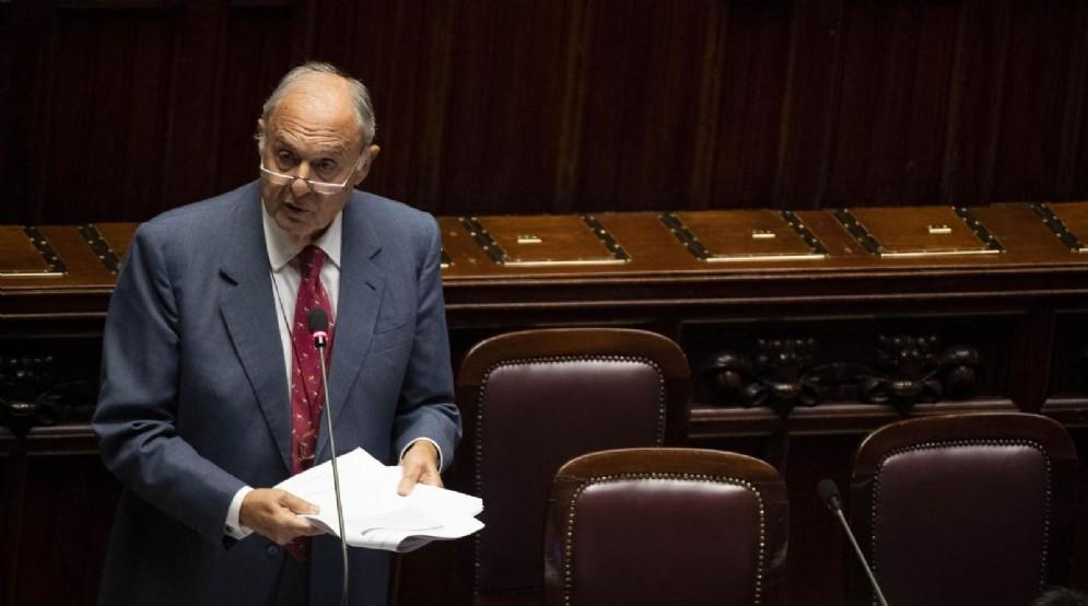 Il ministro per gli Affari Europei, Paolo Savona, durante la discussione Def alla Camera