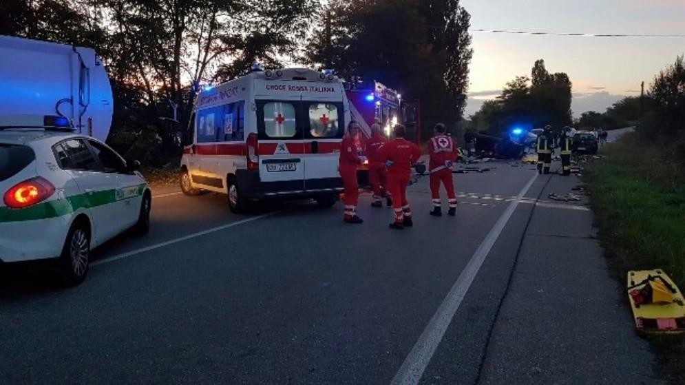 Dramma in strada del Villaretto, incidente tra due auto e un mezzo Amiat: donna muore sul colpo