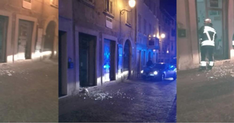 La bomba esplosa ad Ala davanti alla sede della Lega