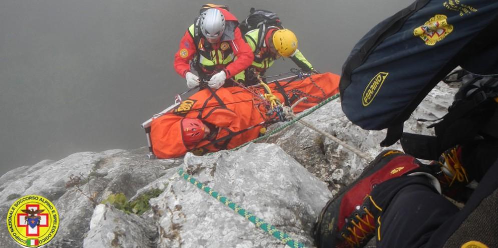 Alpinista in cordata precipita per una decina di metri: in corso i soccorsi