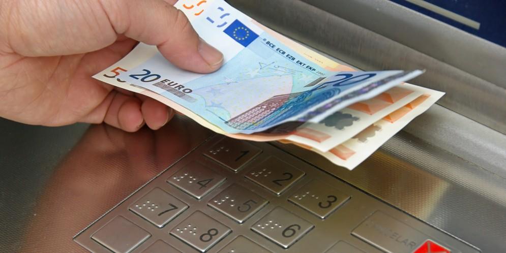 Borriana: fanno saltare il bancomat e portano via 20 mila euro