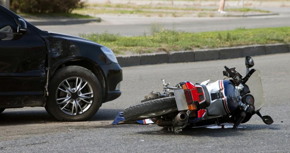 Incidente tra auto e moto - Foto di repertorio