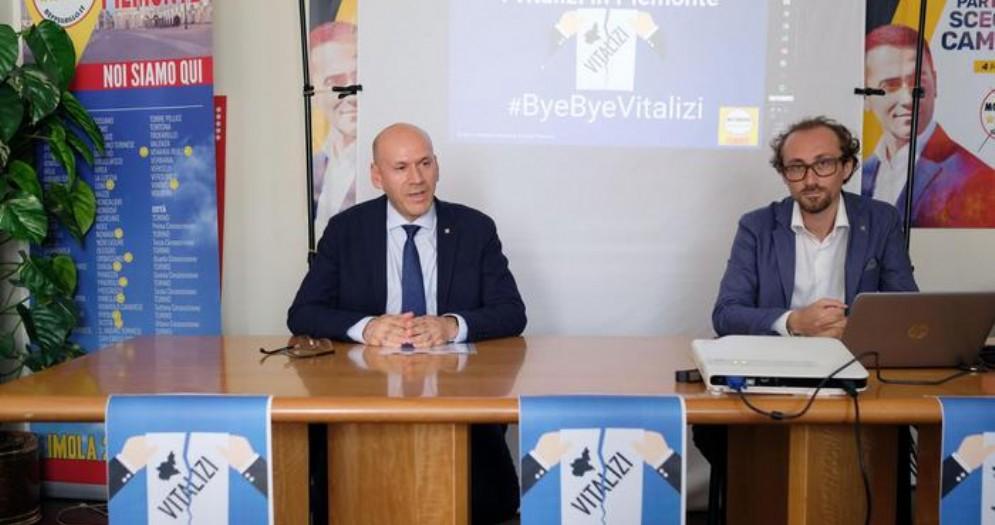 Giorgio Bertola (a sinistra), candidato alle Regionali del Piemonte per il MoVimento 5 Stelle