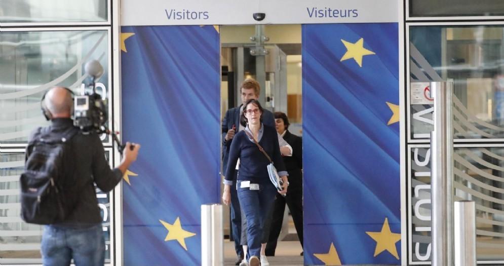 Lo staff del negoziatore dell'Unione europea Michel Barnier all'incontro con il ministro inglese Dominic Raab