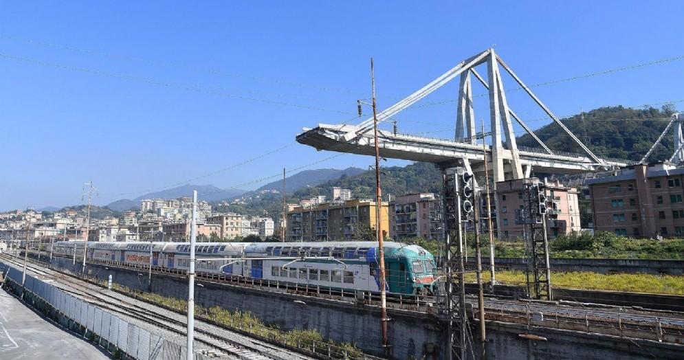 Il ponte Morandi dopo la riapertura di due linee ferroviarie passeggeri e due per il traffico merci verso il porto