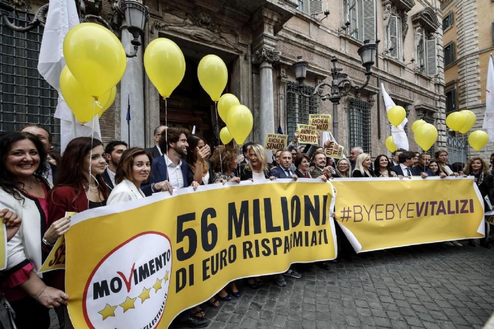 Parlamentari M5s festeggiano l'abolizione dei vitalizi. Roma 16 ottobre 2018