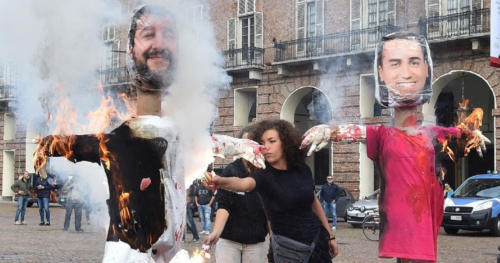 Bruciarono i manichini di Salvini e Di Maio: denunciati per vilipendio attivisti di Askatasuna