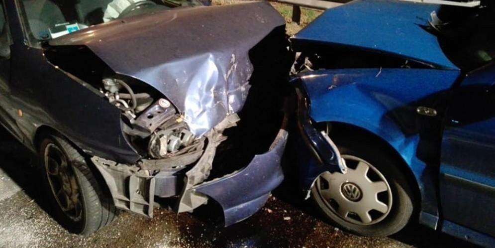 Frontale sulla regionale 14: una delle auto era stata appena rubata