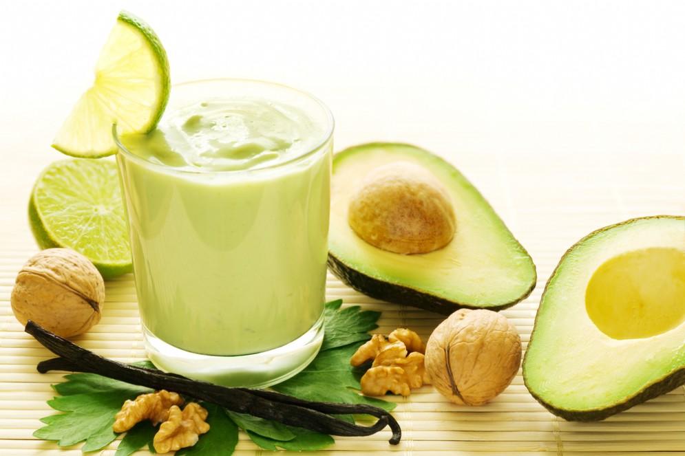 Noci e avocado per ridurre colesterolo e rischio infarto
