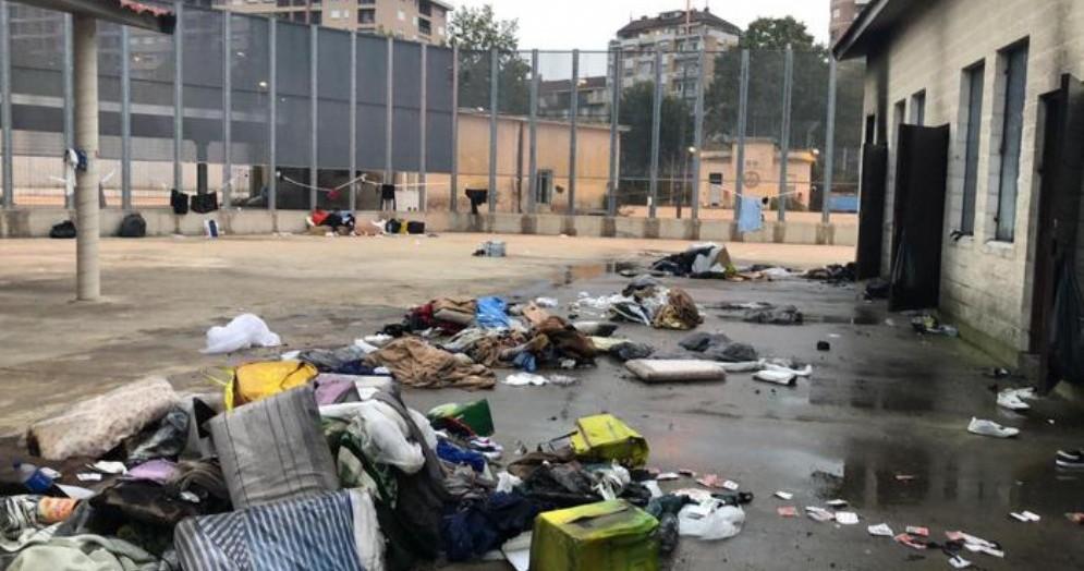 Tentativo di rivolta al Cpr di corso Brunelleschi: migranti danno fuoco a tutto
