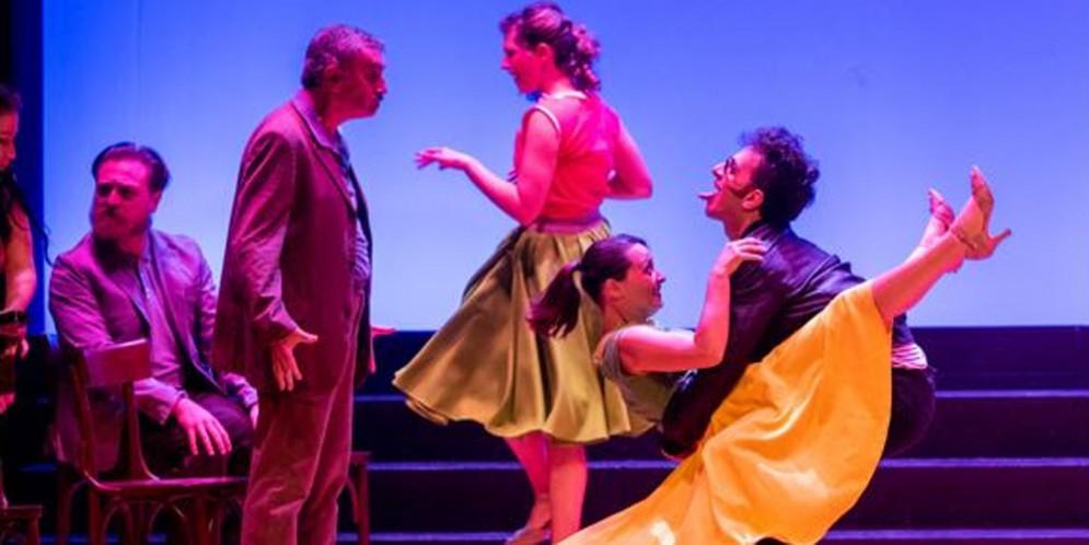 Con'Le Bal'si balla sul palco del Teatro Nuovo