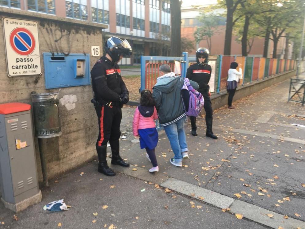 Spaccio davanti alle scuole, blitz dei carabinieri nel quartiere Aurora