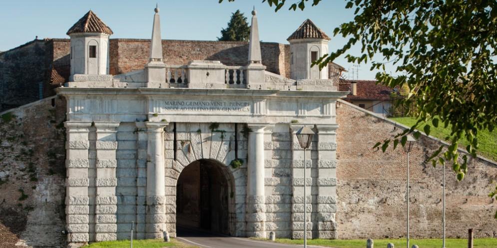 XV Giornata nazionale del trekking urbano: alla scoperta della Città Fortezza