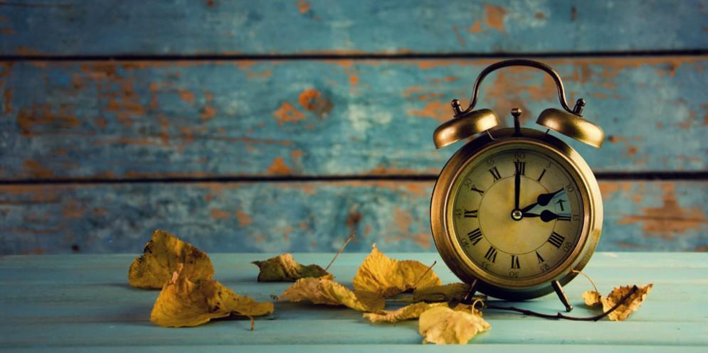 Lancette indietro: torna l'ora solare
