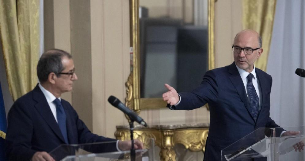 Il ministro dell'Economia, Giovanni Tria, con il commissario europeo agli Affari economici, Pierre Moscovici