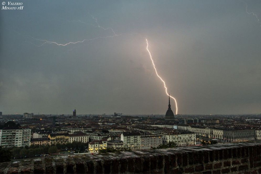 Meteo «folle» a Torino tra sole, pioggia e sbalzi di temperature: le previsioni