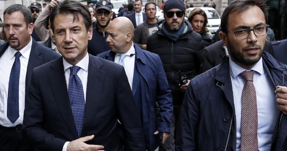 Giuseppe Conte, presidente del Consiglio, raggiunge a piedi Palazzo Chigi