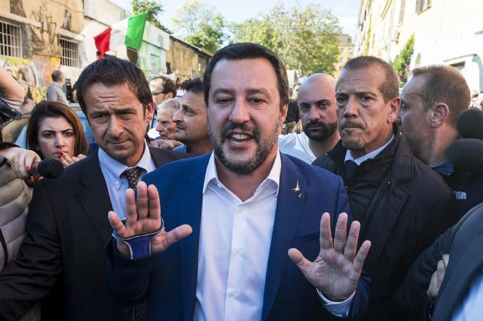 Il ministro dell'Interno e vicepremier Matteo Salvini al suo arrivo al complesso abbandonato in via dei Lucani a San Lorenzo dove è stato trovato il corpo senza vita di Desiree