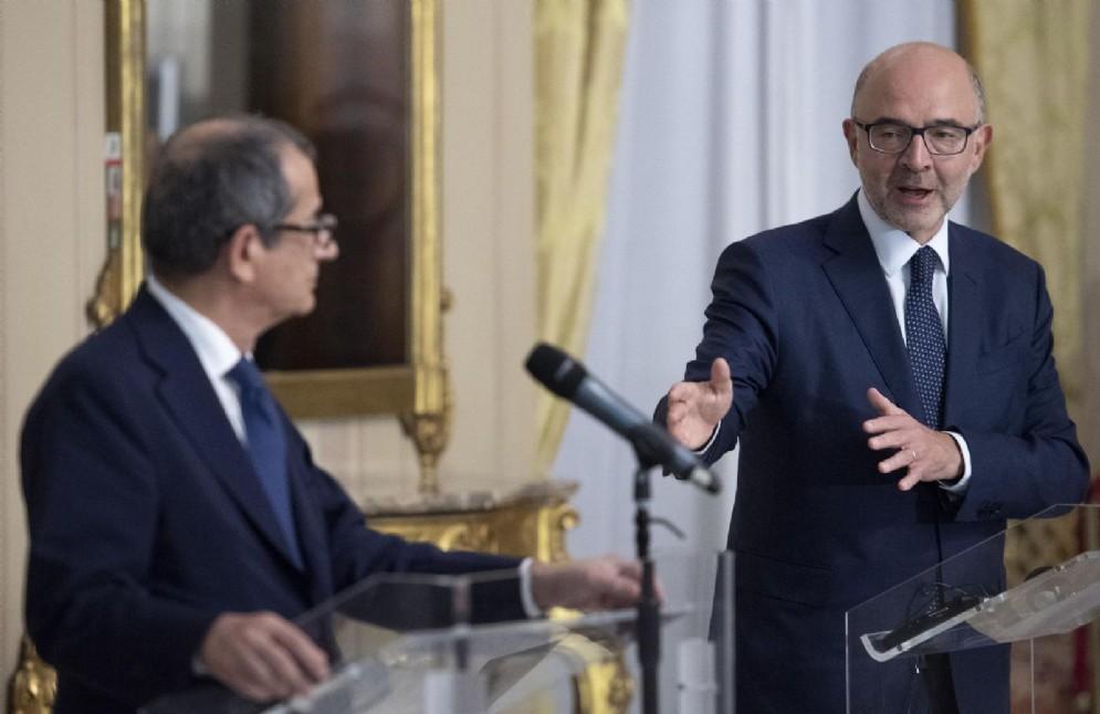 Il ministro dell'Economia Giovanni Tria durante la conferenza con il commissario Ue Pierre Moscovici. 18 Ottobre 2018