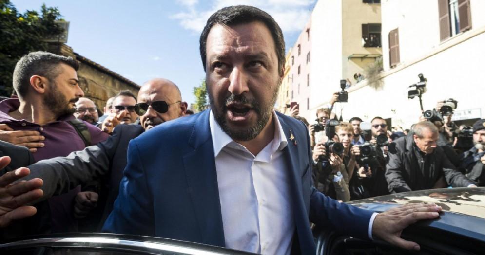 Il ministro dell'Interno e vicepremier Matteo Salvini al suo arrivo nel quartiere di San Lorenzo a Roma