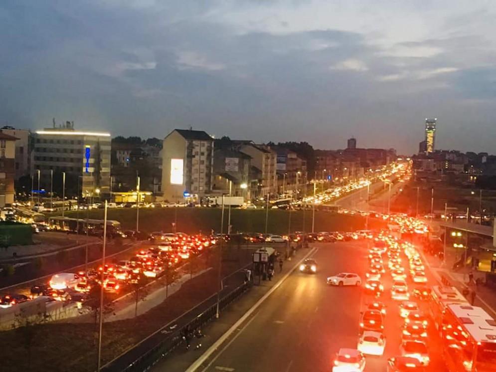 Tutti scontenti per la «rotonda imbuto» di piazza Baldissera: da lunedì cambia la viabilità