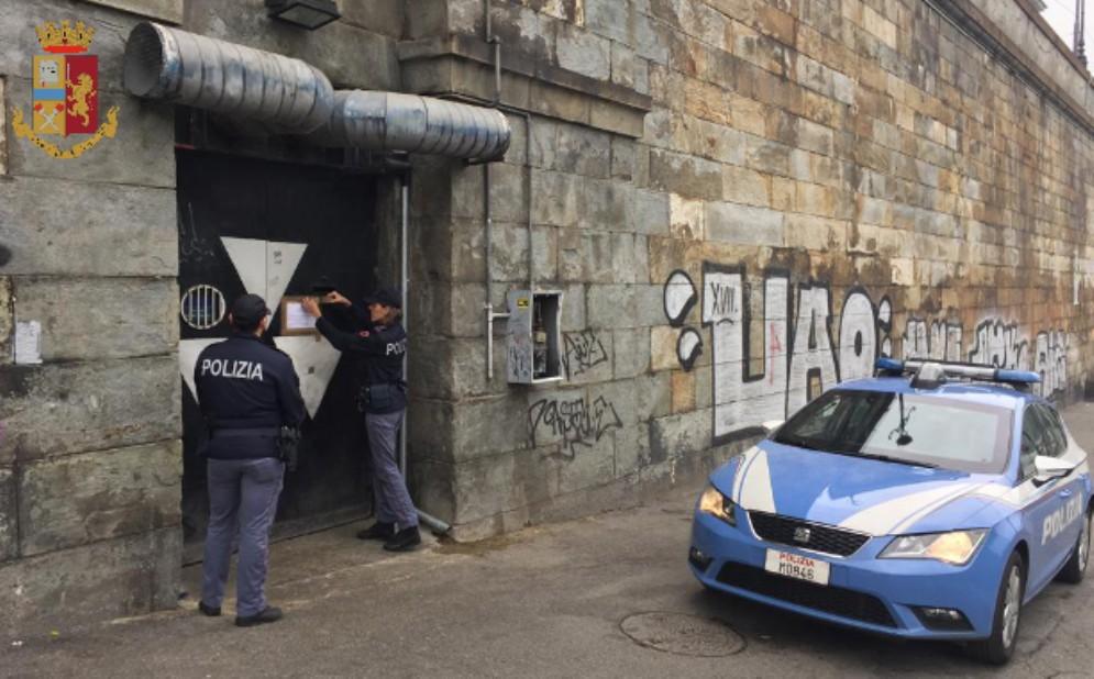 Droga, alcol e pregiudicati nel locale: la polizia chiude il Doctor Sax ai Murazzi