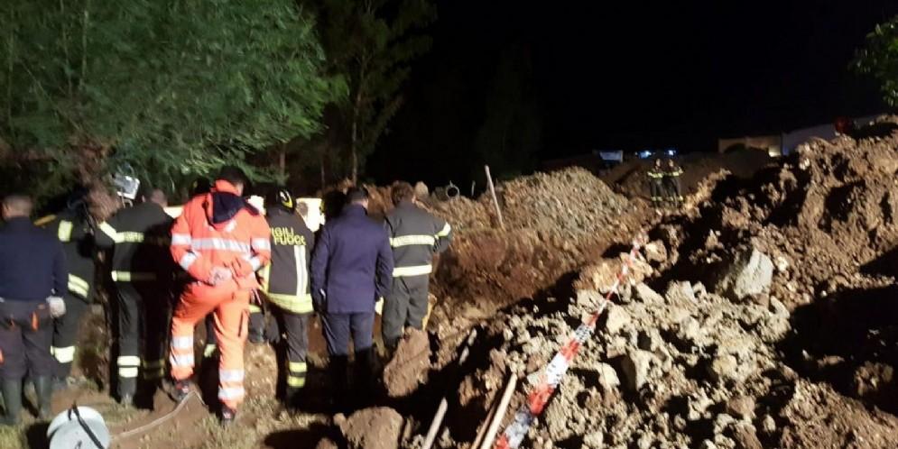 Il luogo dove quattro persone sono morte a causa di una frana caduta durante lavori di emergenza ad una condotta fognaria