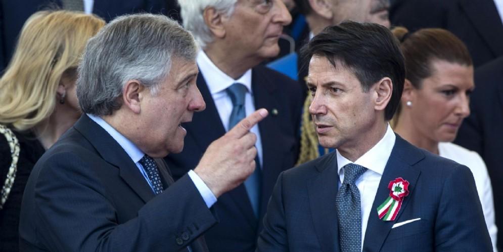 Il presidente del consiglio Giuseppe Conte con il presidente del Parlamento europeo Antonio Tajani