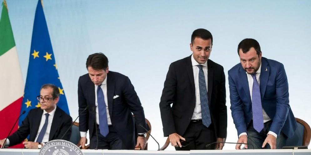 Il premier Giuseppe Conte con i due vicepremier Luigi Di Maio e Matteo Salvini e il ministro Giovanni Tria