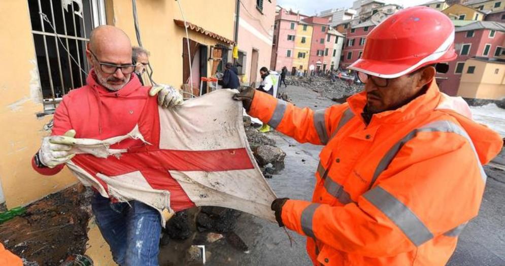 Gli abitanti del borgo si sono adoperati per recuperare la bandiera di Genova
