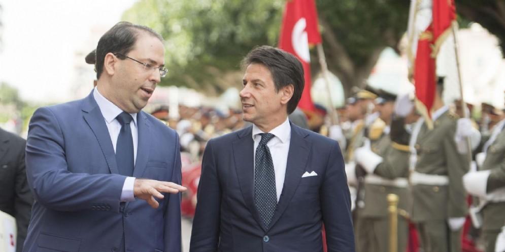 Il presidente del Consiglio Giuseppe Conte con il premier tunisino Youssef Chahed presso la sede della Presidenza del Governo a Tunisi