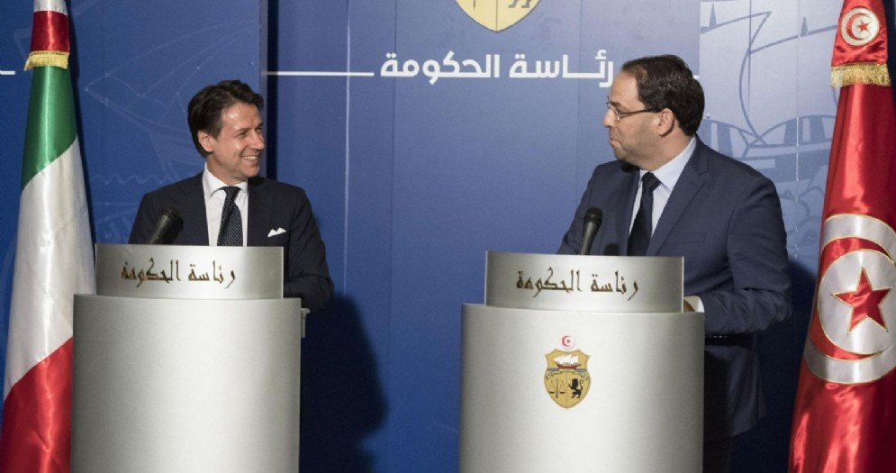 Il presidente del Consiglio Giuseppe Conte nel corso della conferenza stampa congiunta con il premier tunisino Youssef Chahed a Tunisi
