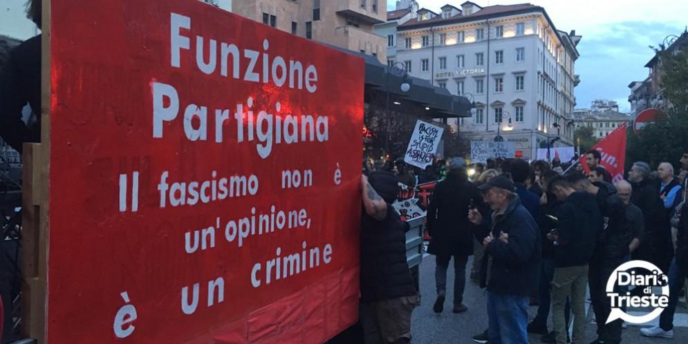 """Al grido di """"liberiamoci dai fascismi"""" a Trieste hanno sfilato circa 3 mila manifestanti"""